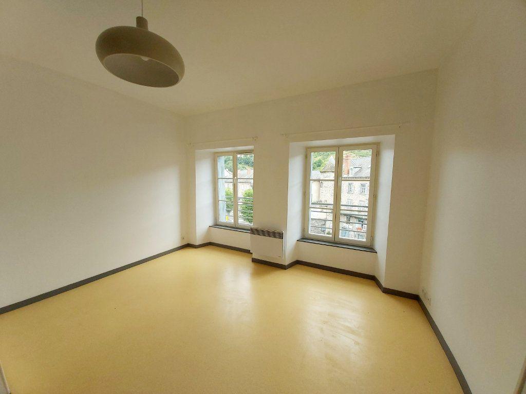 Appartement à louer 2 50m2 à Saint-Flour vignette-3