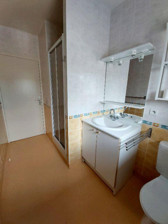 Appartement à louer 2 50m2 à Saint-Flour vignette-5