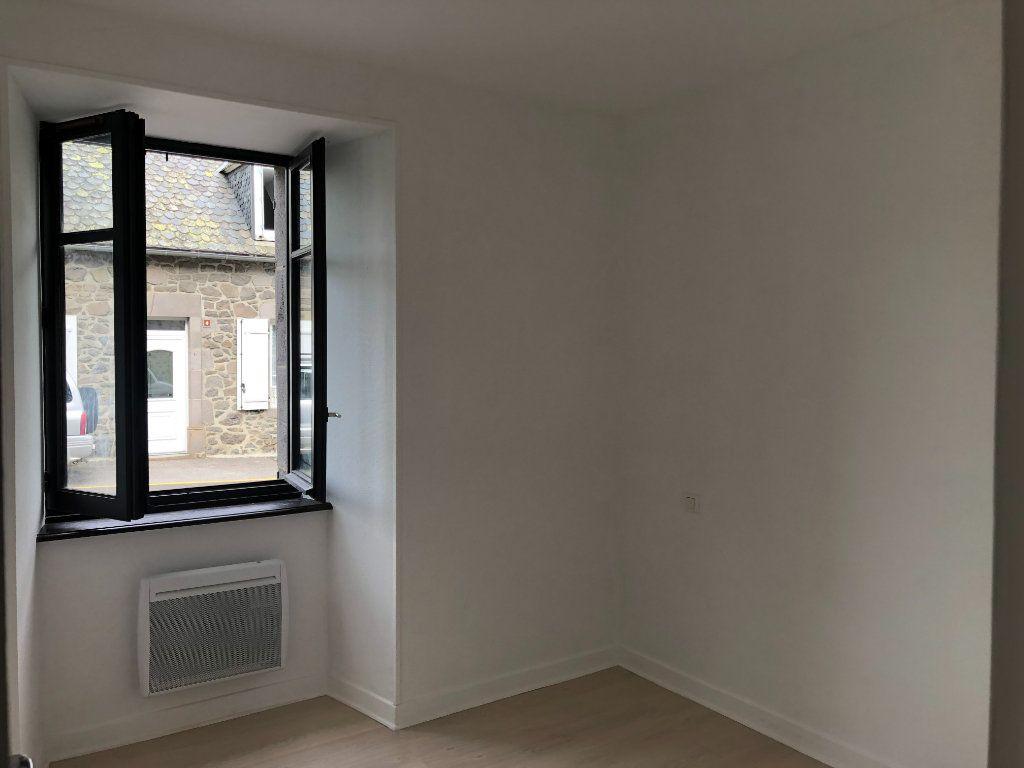 Appartement à louer 2 32m2 à Pierrefort vignette-2