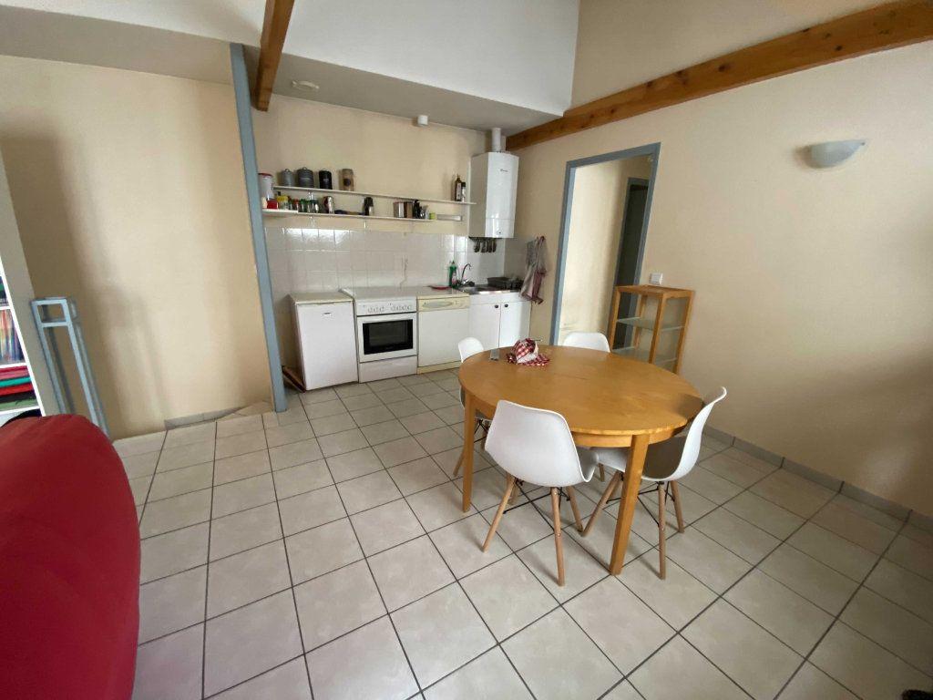 Appartement à louer 2 46.8m2 à Saint-Flour vignette-2