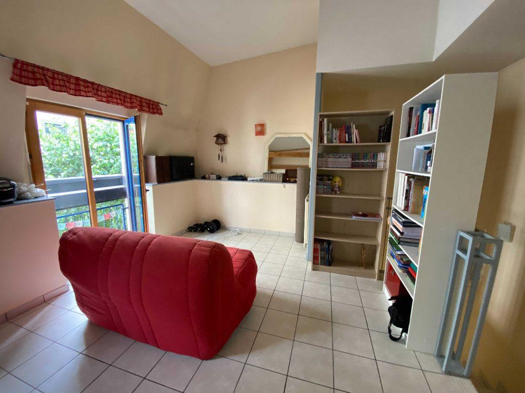 Appartement à louer 2 46.8m2 à Saint-Flour vignette-3