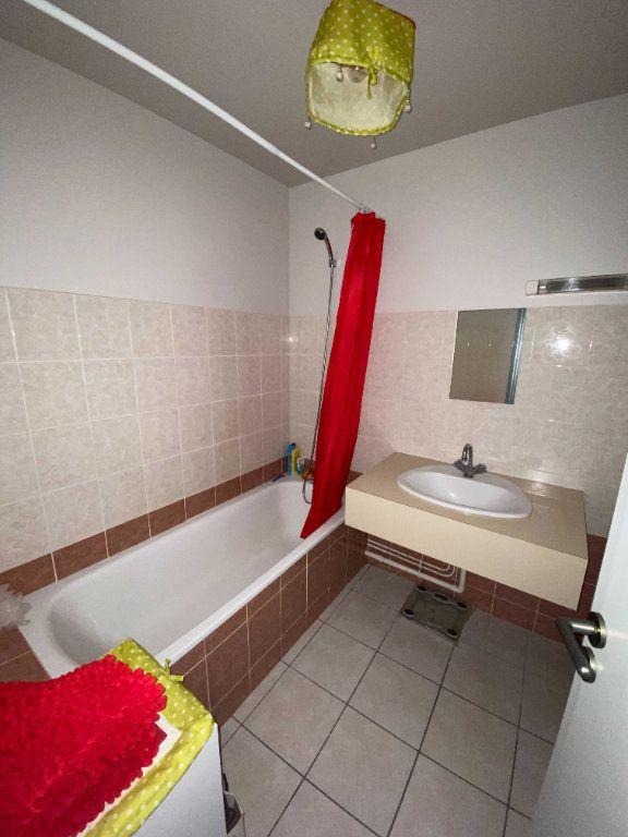 Appartement à louer 2 46.8m2 à Saint-Flour vignette-5