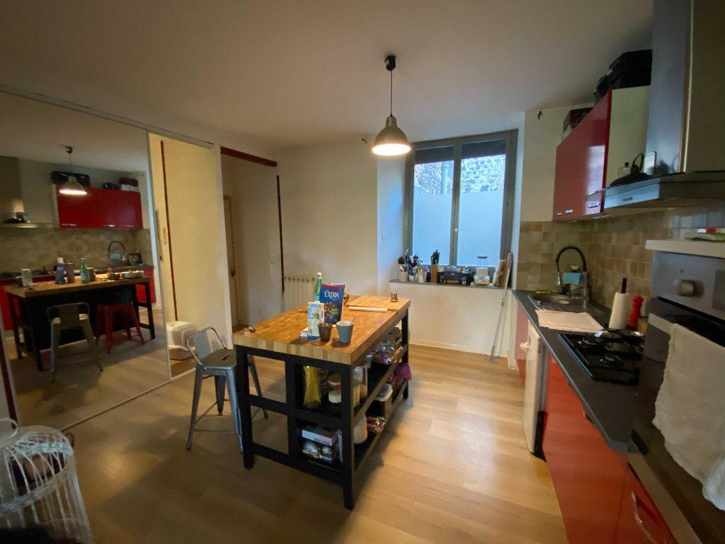 Appartement à louer 3 80m2 à Saint-Flour vignette-3