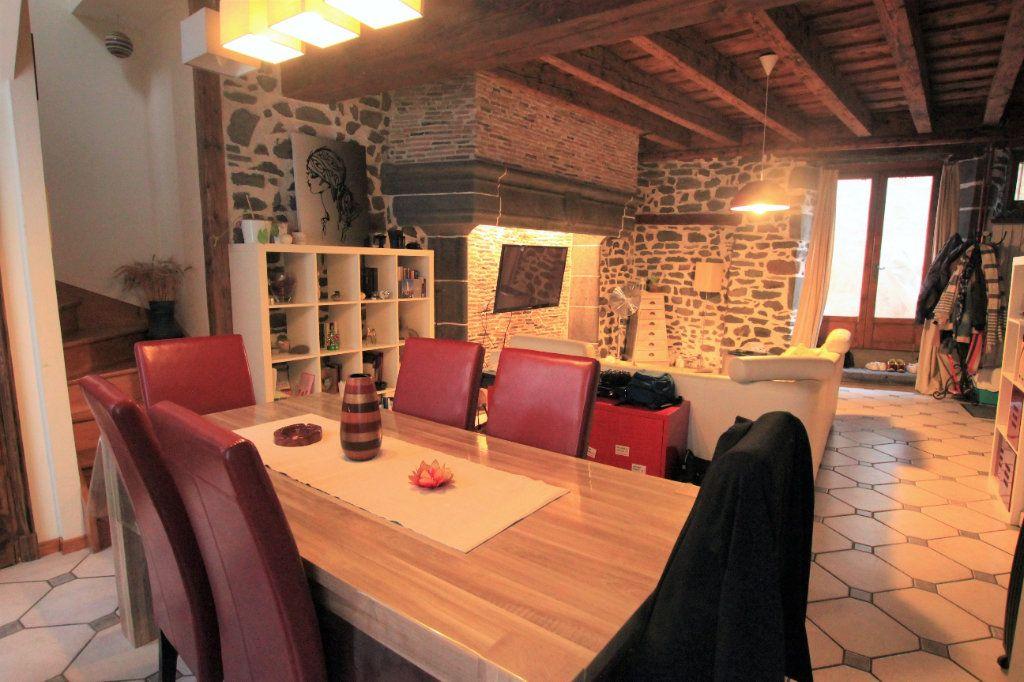 Appartement à louer 3 98m2 à Saint-Flour vignette-2