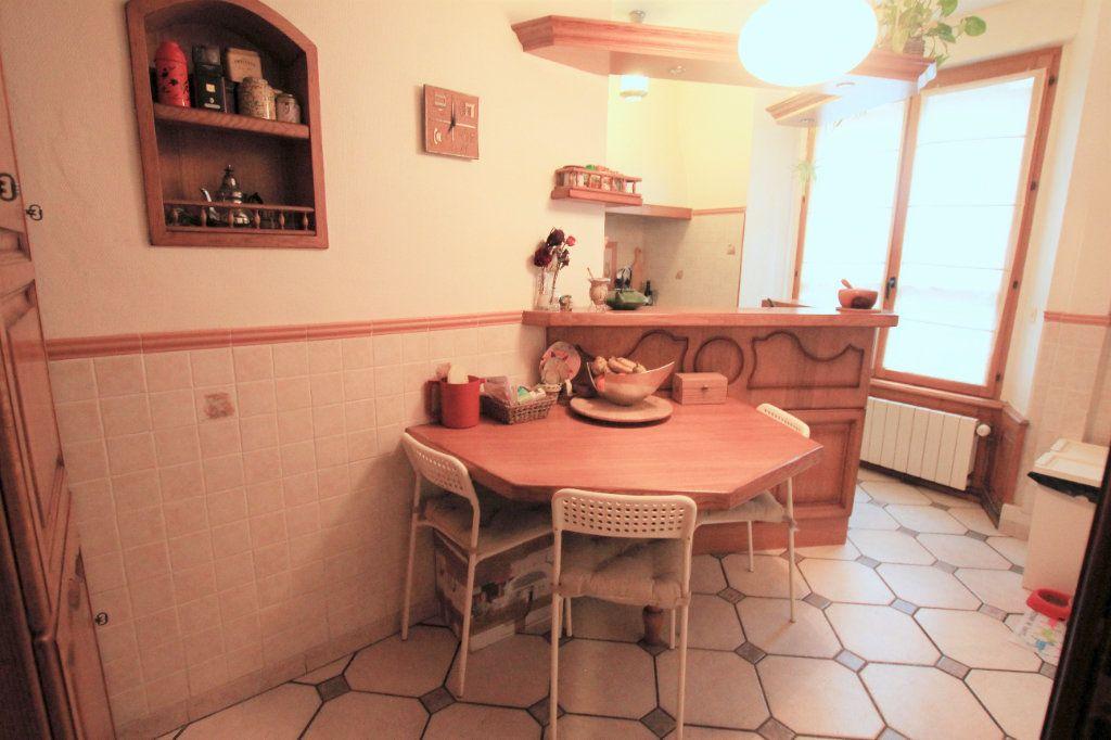 Appartement à louer 3 98m2 à Saint-Flour vignette-3