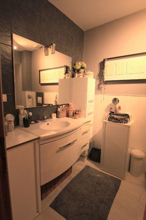 Appartement à louer 3 98m2 à Saint-Flour vignette-4