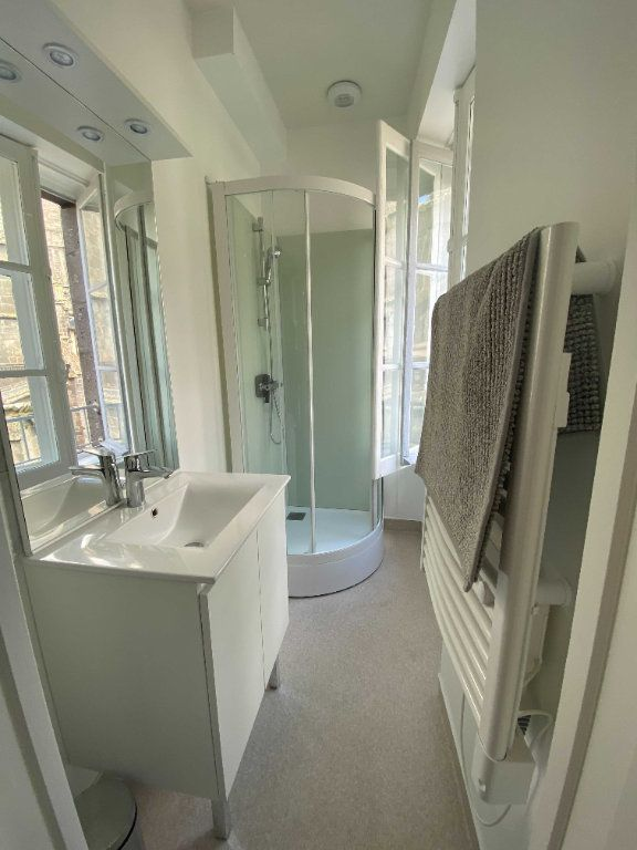 Appartement à louer 2 35m2 à Saint-Flour vignette-4