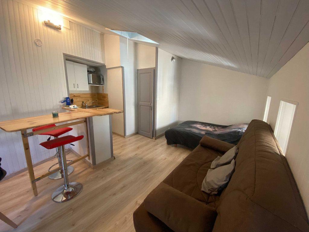 Appartement à louer 1 22m2 à Saint-Flour vignette-1