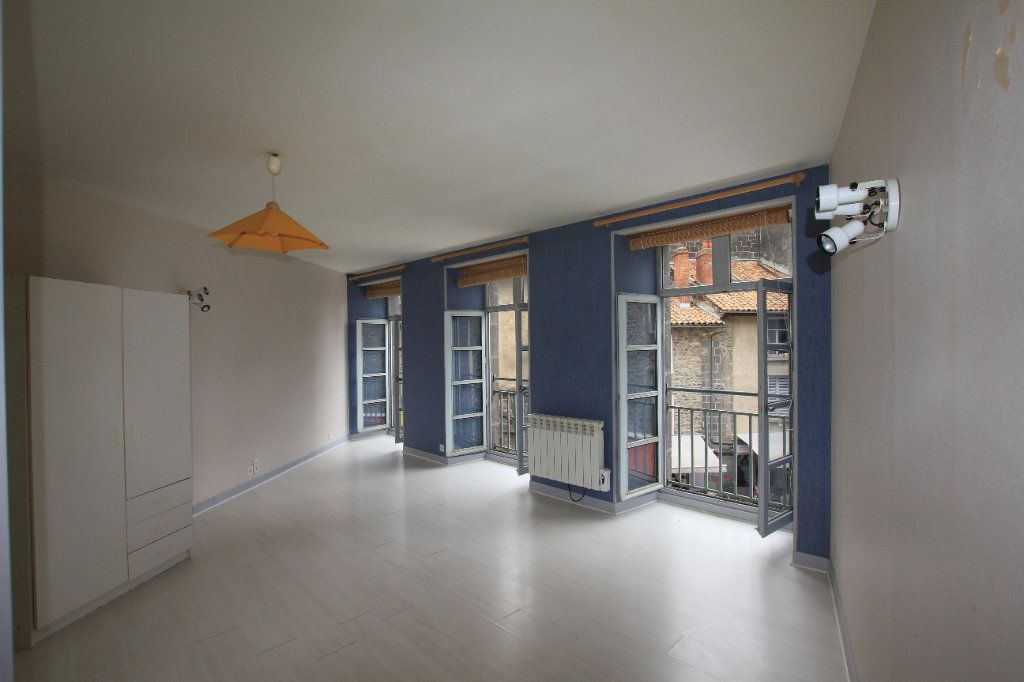 Appartement à louer 1 35m2 à Saint-Flour vignette-1