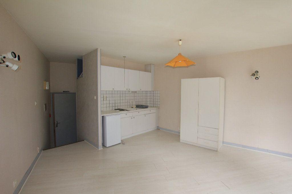 Appartement à louer 1 35m2 à Saint-Flour vignette-2