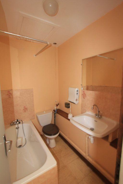 Appartement à louer 1 35m2 à Saint-Flour vignette-3