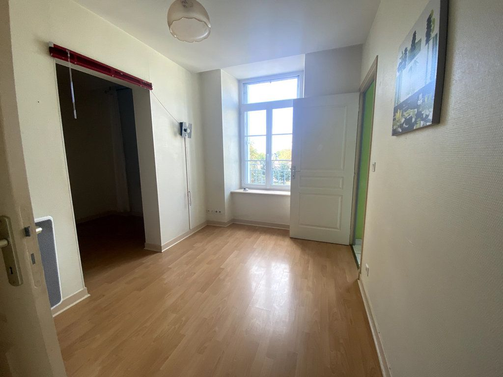 Appartement à louer 2 40m2 à Saint-Flour vignette-1