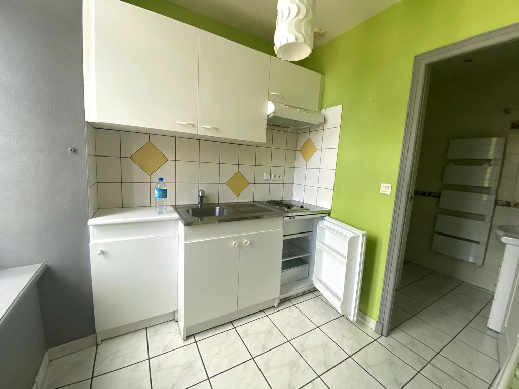 Appartement à louer 2 40m2 à Saint-Flour vignette-2