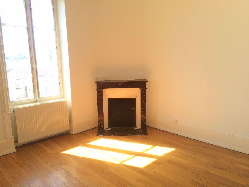 Appartement à louer 4 72m2 à Coulanges-lès-Nevers vignette-1