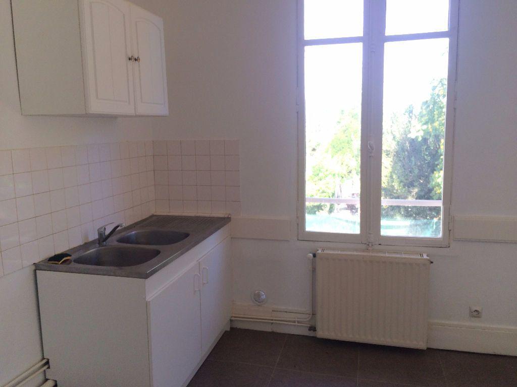 Appartement à louer 4 72m2 à Coulanges-lès-Nevers vignette-3