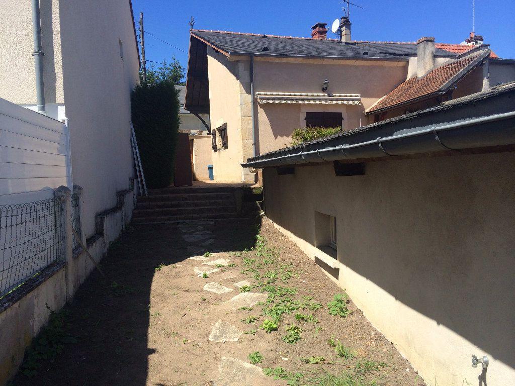 Maison à louer 4 130.8m2 à Nevers vignette-6
