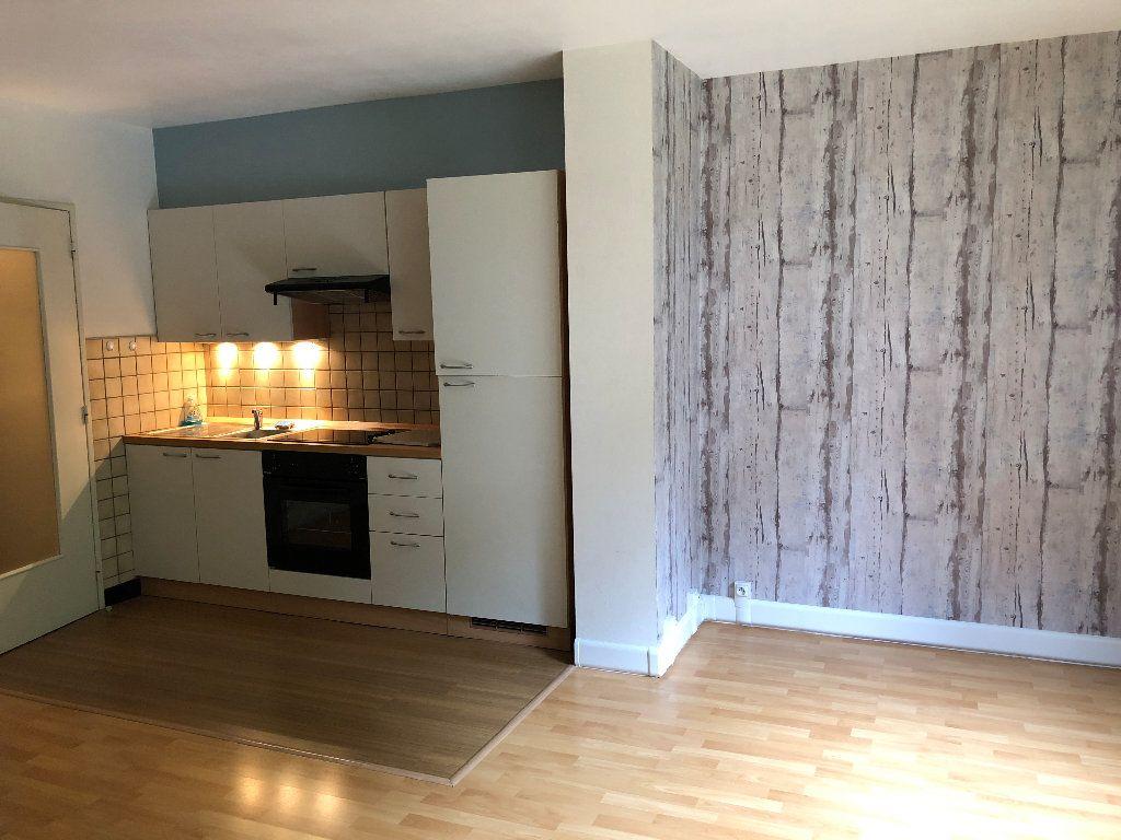 Appartement à louer 1 31m2 à Nevers vignette-6