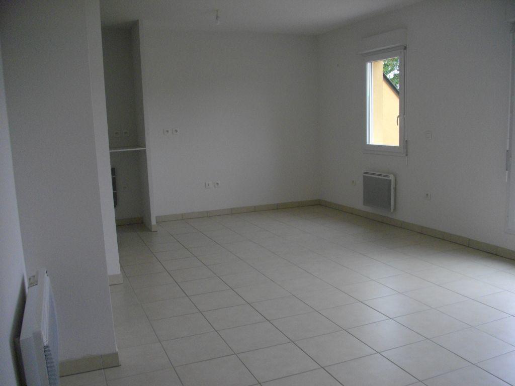 Appartement à louer 3 60.27m2 à Bourges vignette-2