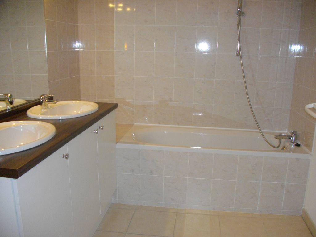 Appartement à louer 3 60.27m2 à Bourges vignette-3