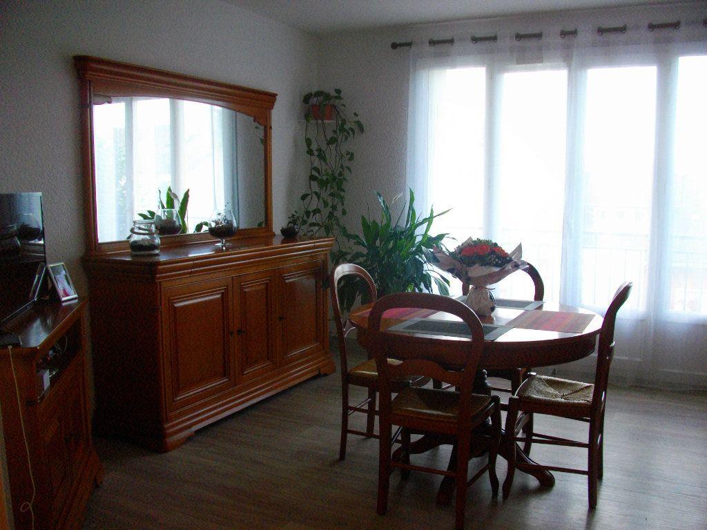 Appartement à louer 3 64m2 à Bourges vignette-1
