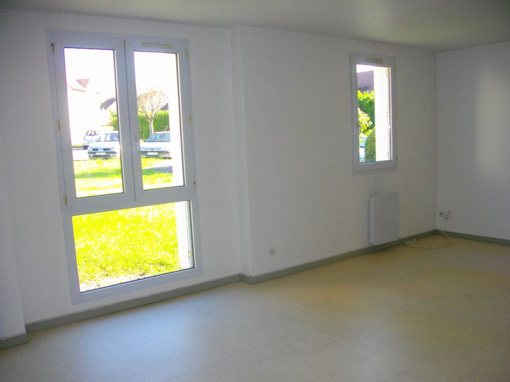 Appartement à louer 3 57.68m2 à Bourges vignette-2