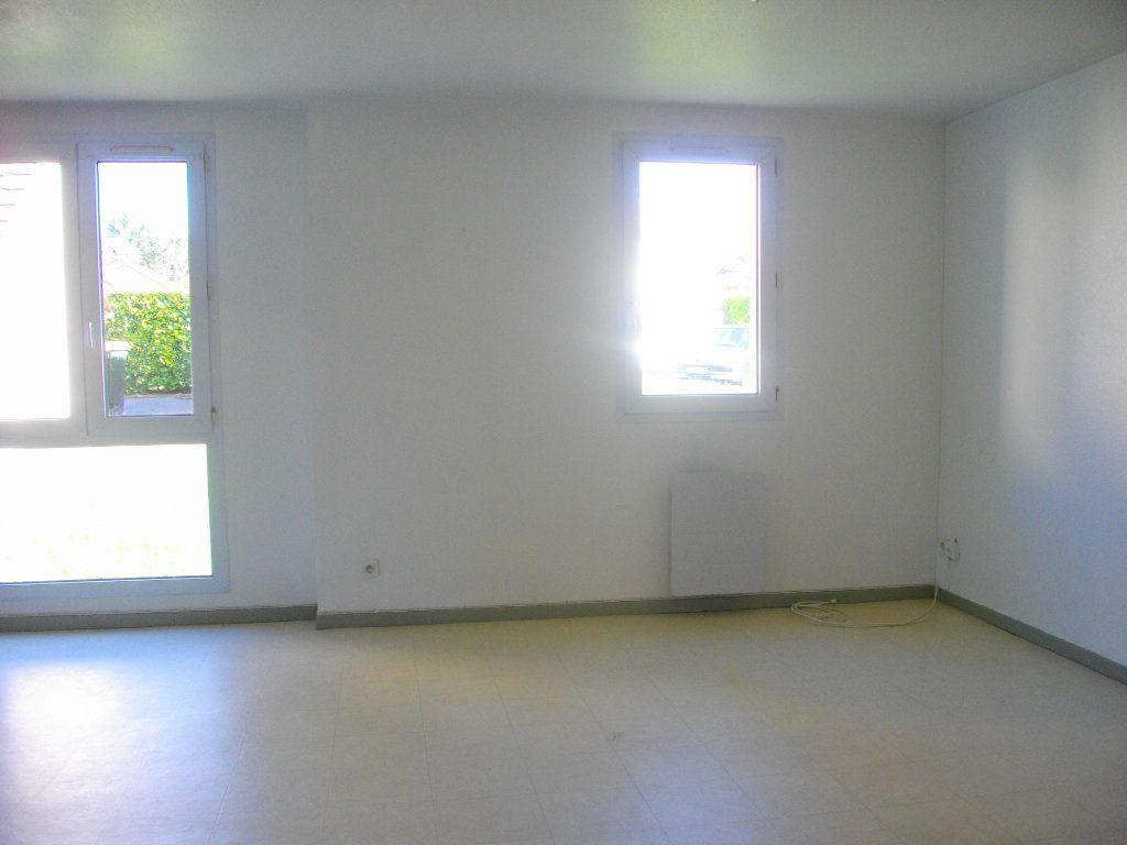 Appartement à louer 3 57.68m2 à Bourges vignette-3