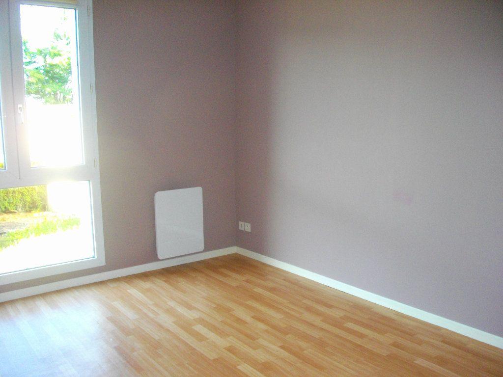 Appartement à louer 3 57.68m2 à Bourges vignette-6