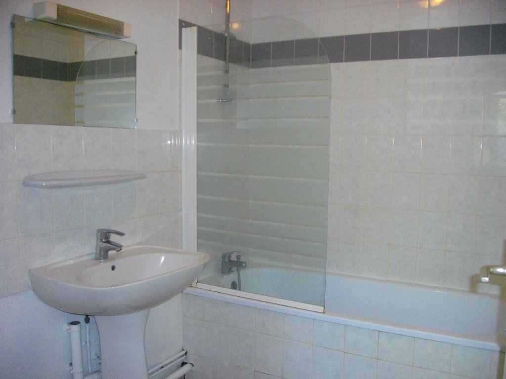 Appartement à louer 3 57.68m2 à Bourges vignette-8