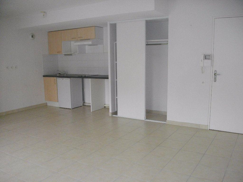 Appartement à louer 2 45.79m2 à Bourges vignette-1