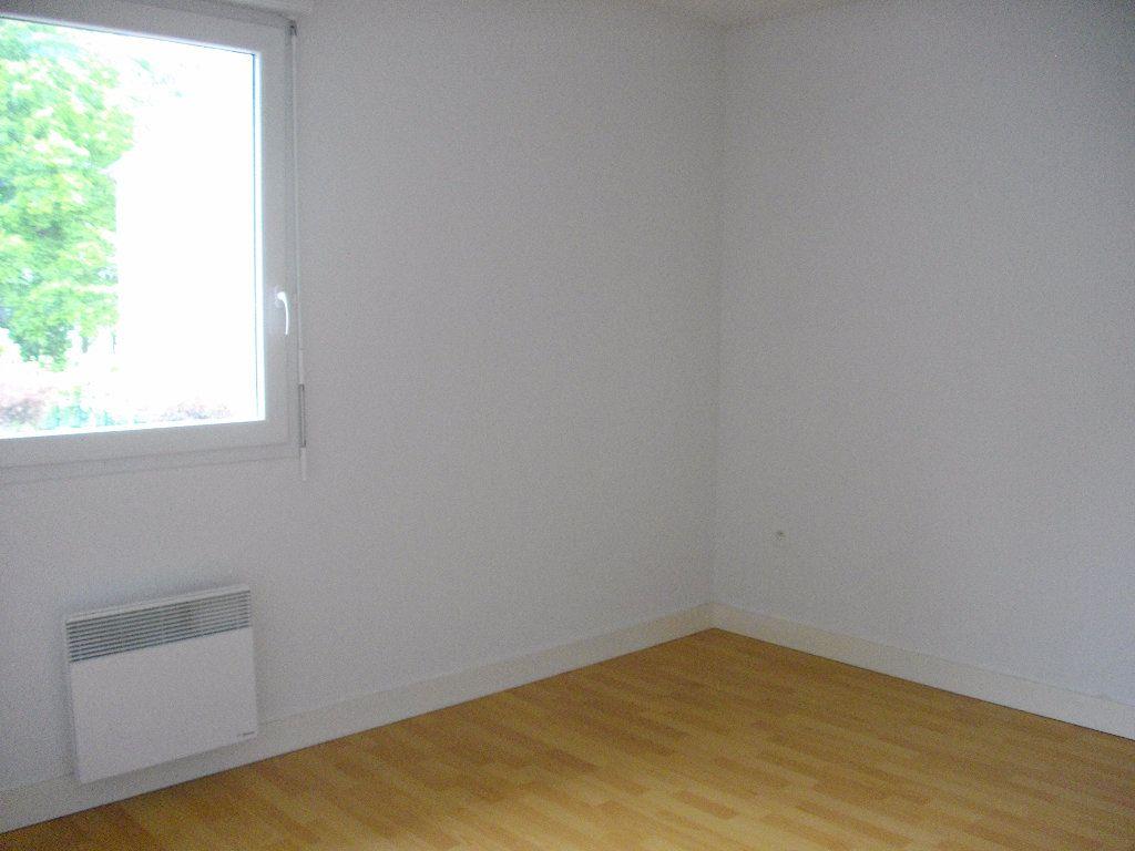 Appartement à louer 2 45.79m2 à Bourges vignette-2