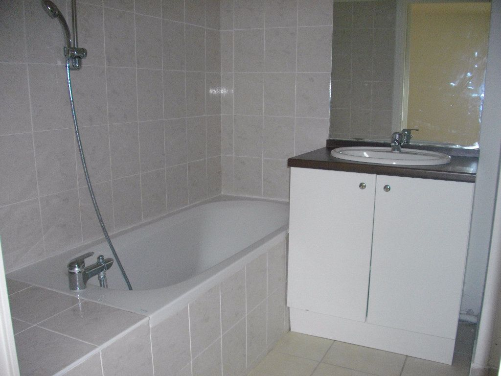 Appartement à louer 2 45.79m2 à Bourges vignette-3