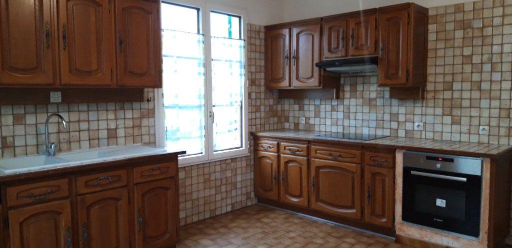 Maison à louer 6 131m2 à Varennes-Vauzelles vignette-2