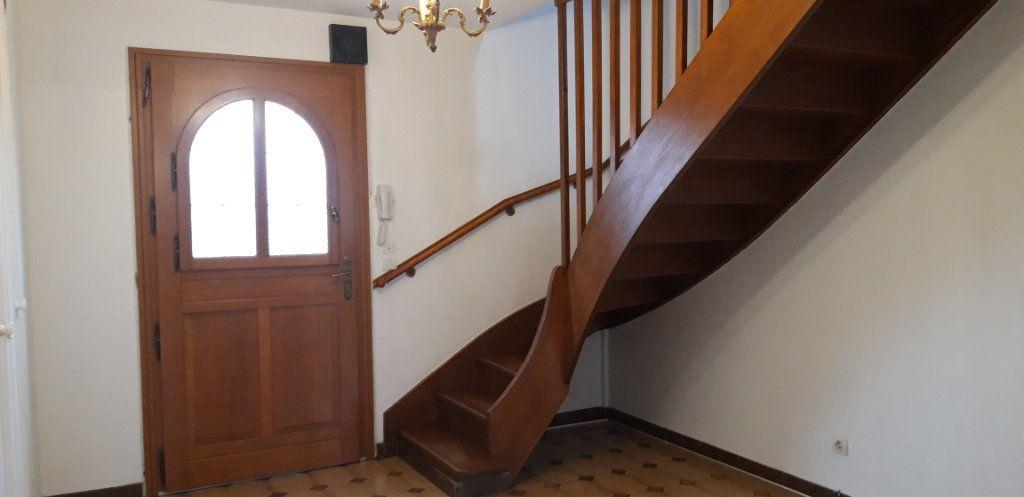 Maison à louer 6 131m2 à Varennes-Vauzelles vignette-9
