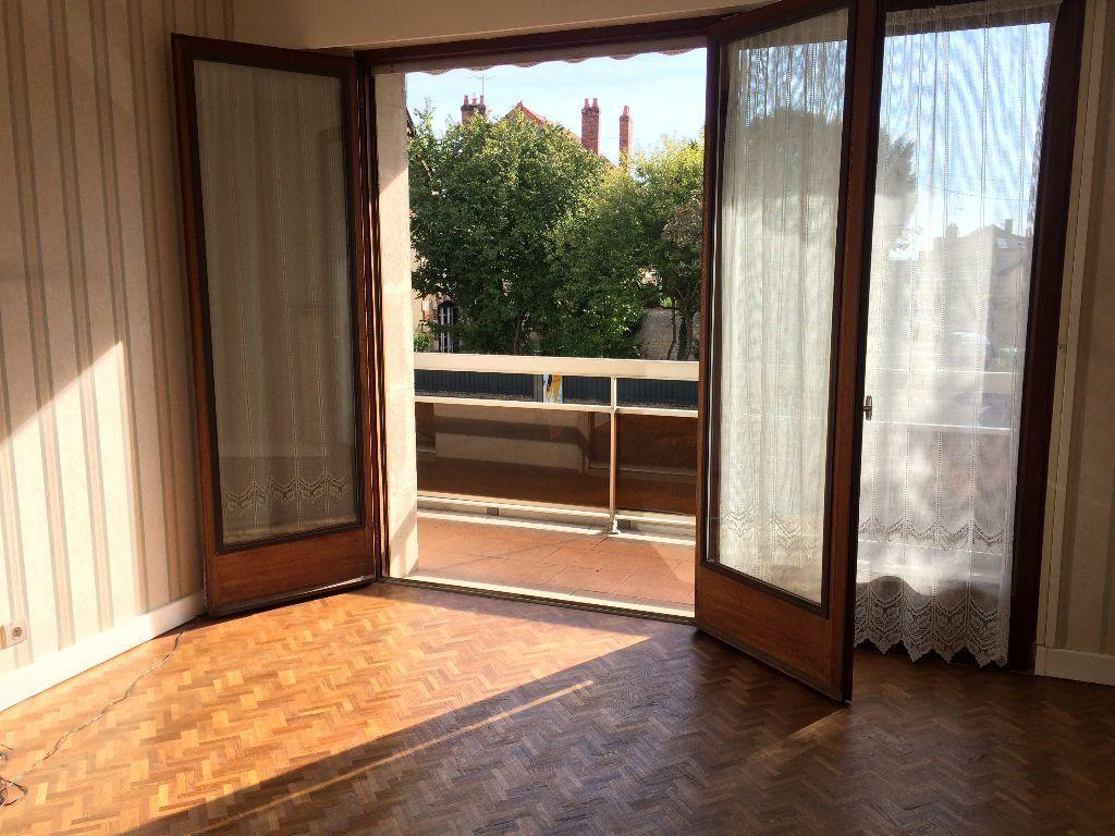 Appartement à louer 2 45.65m2 à Nevers vignette-1