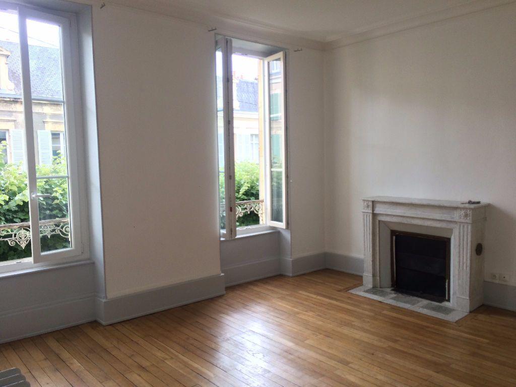 Appartement à louer 3 49.67m2 à Nevers vignette-1