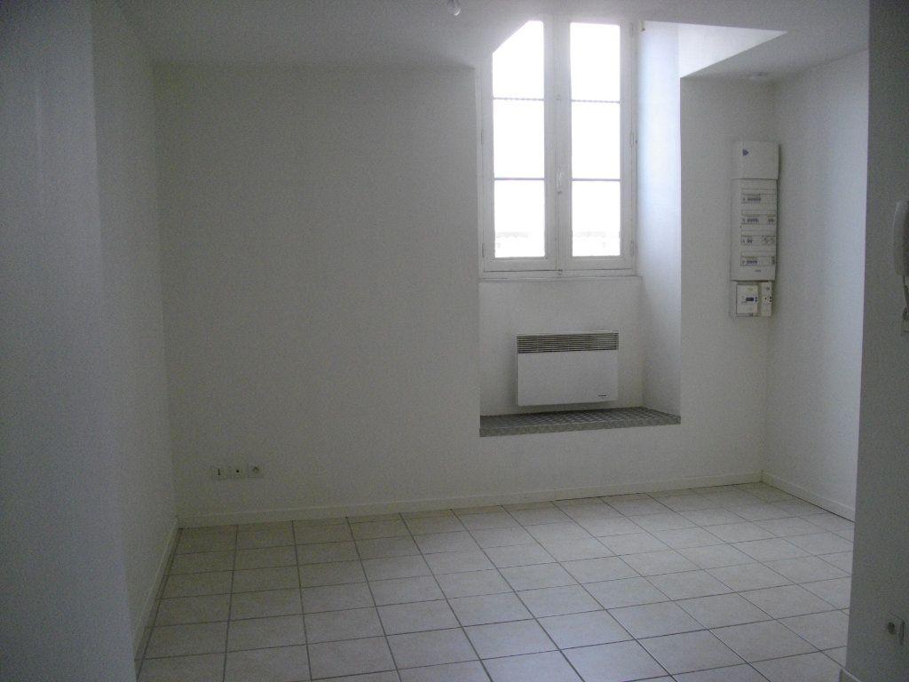 Appartement à louer 2 39.86m2 à Bourges vignette-1