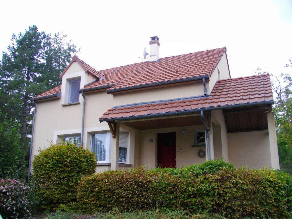 Maison à louer 5 125.47m2 à Bourges vignette-1