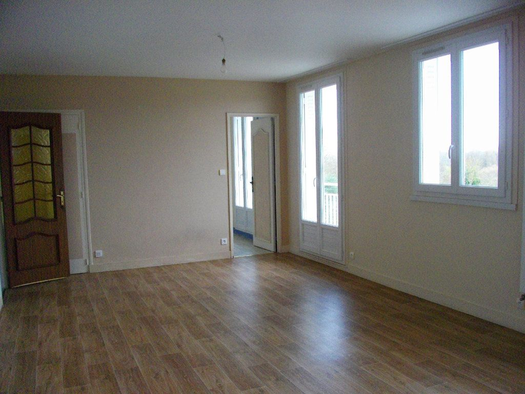 Appartement à louer 3 70.42m2 à Bourges vignette-1