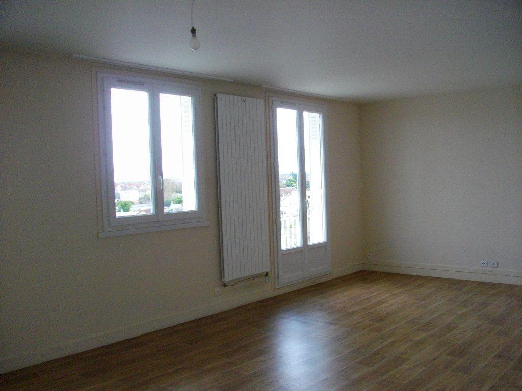 Appartement à louer 3 70.42m2 à Bourges vignette-2