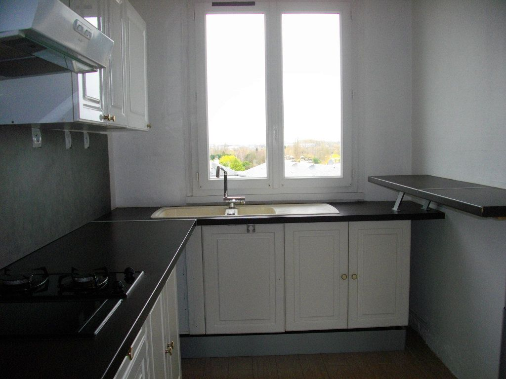 Appartement à louer 3 70.42m2 à Bourges vignette-7