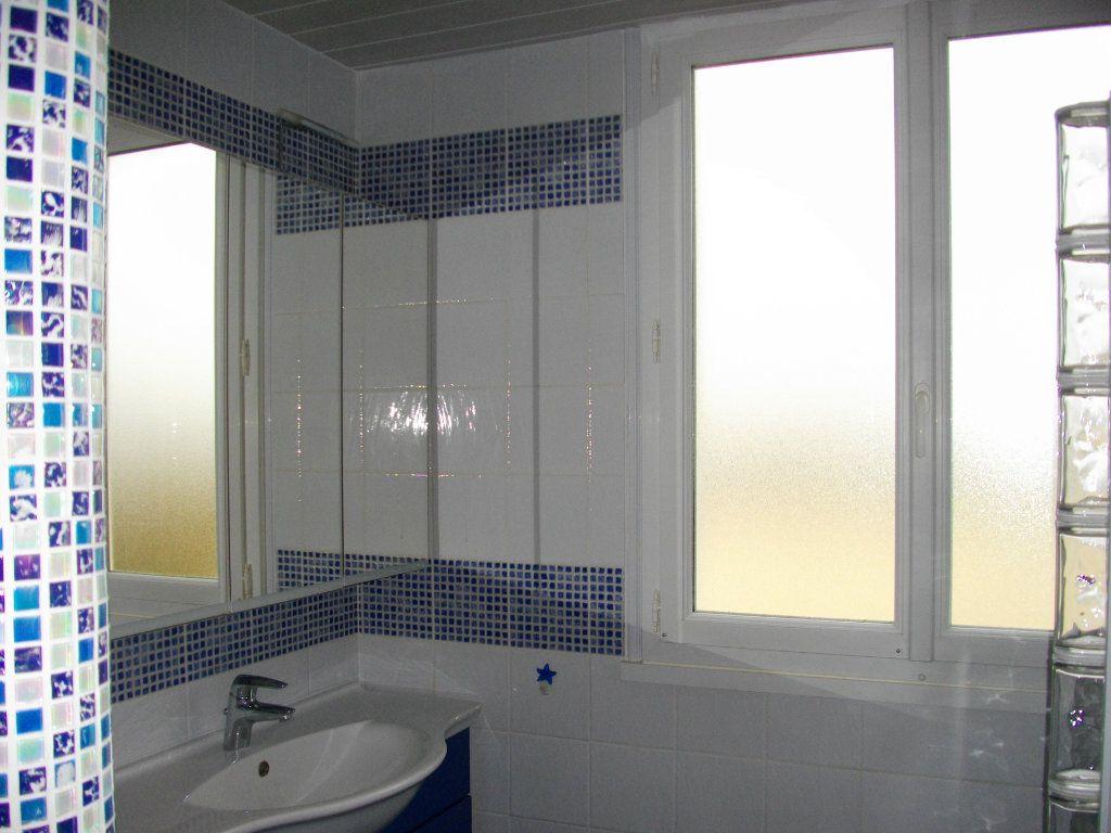 Appartement à louer 3 70.42m2 à Bourges vignette-8