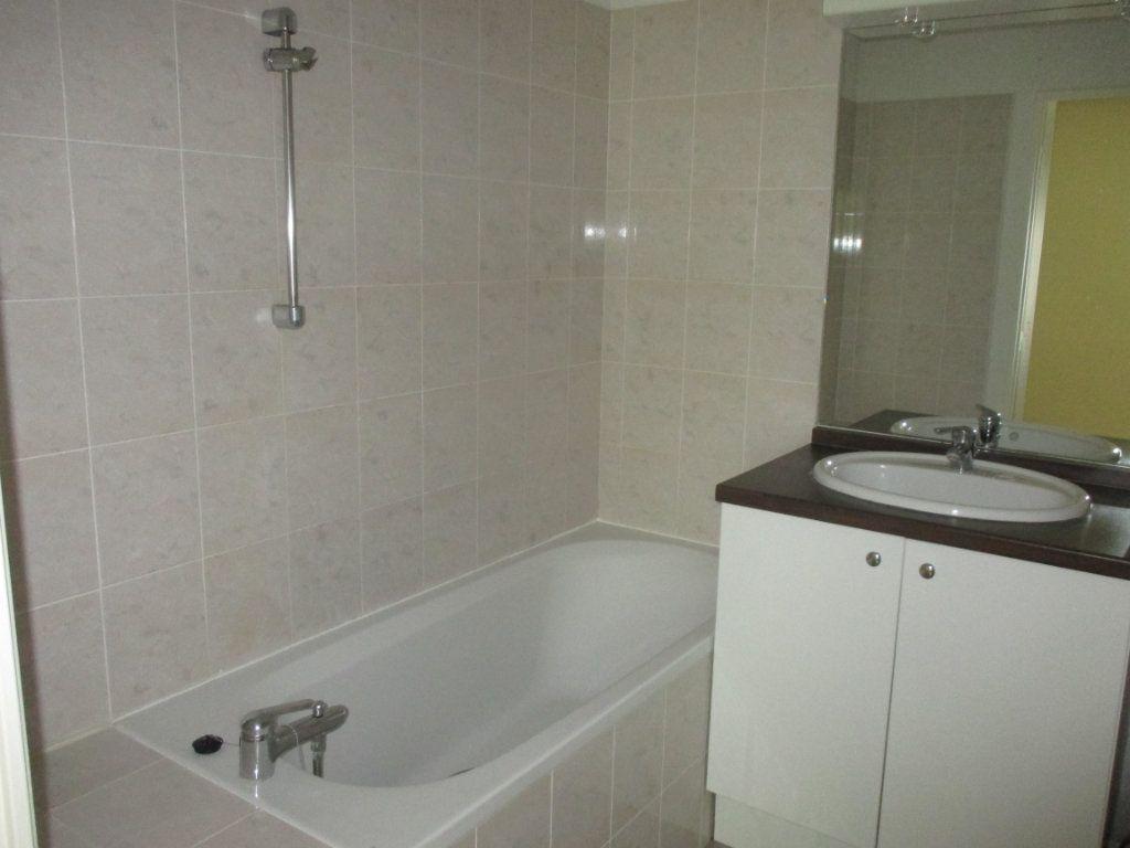 Appartement à vendre 2 45.85m2 à Bourges vignette-2