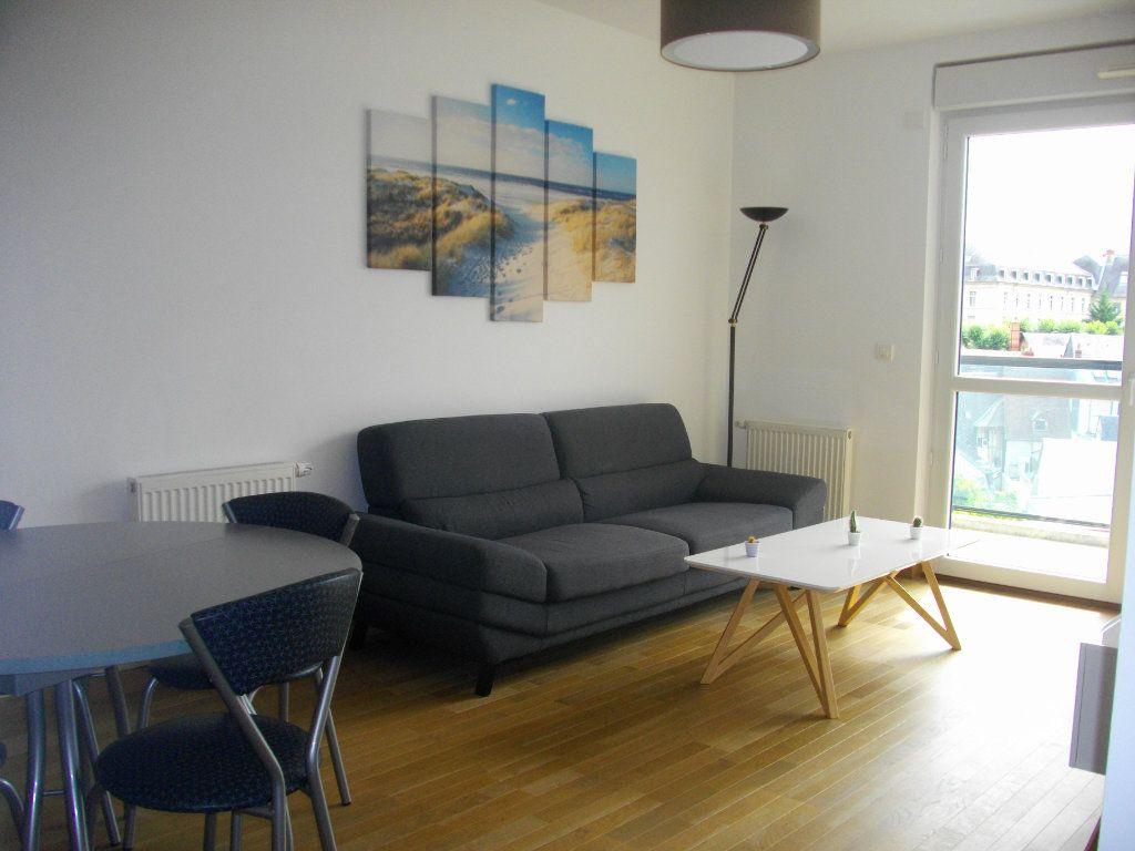 Appartement à louer 2 41.29m2 à Bourges vignette-1