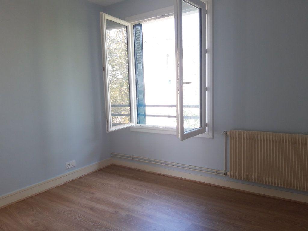 Appartement à louer 3 67.19m2 à Nevers vignette-9