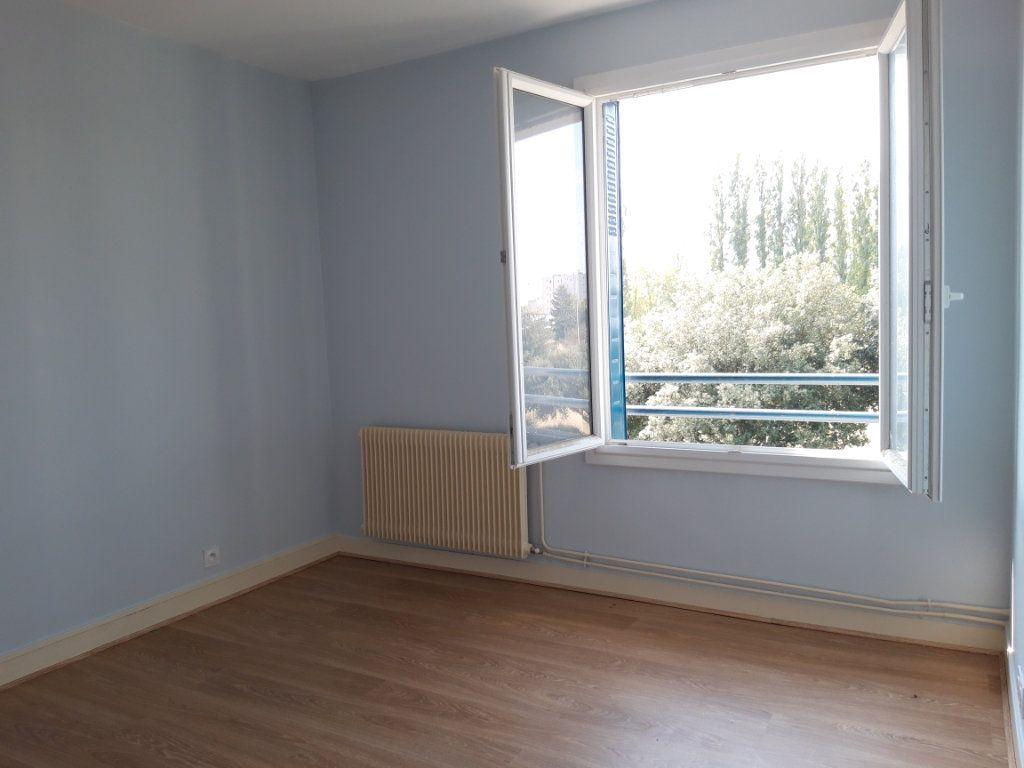Appartement à louer 3 67.19m2 à Nevers vignette-10