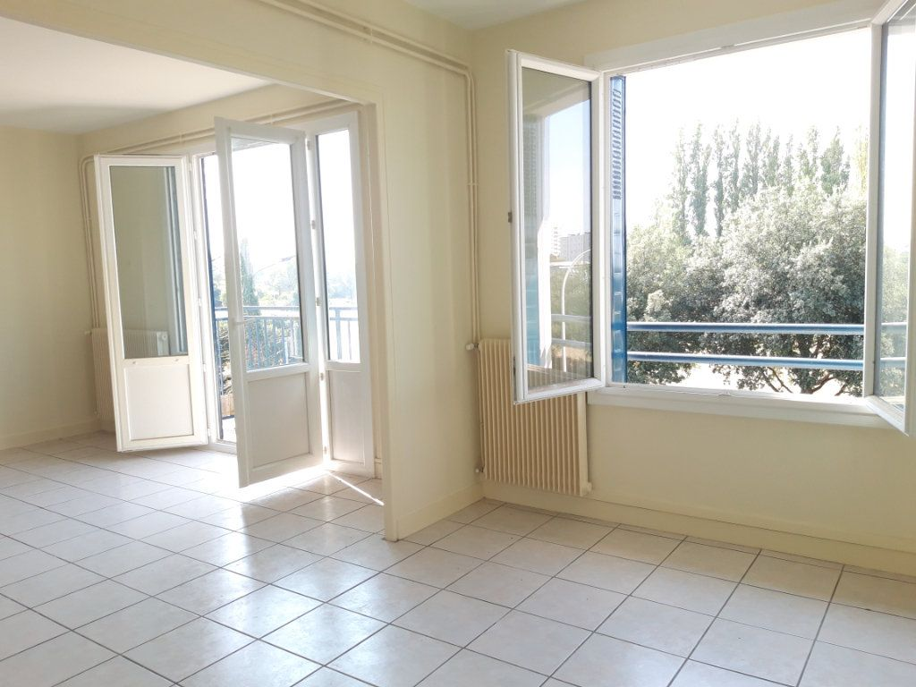Appartement à louer 3 67.19m2 à Nevers vignette-11