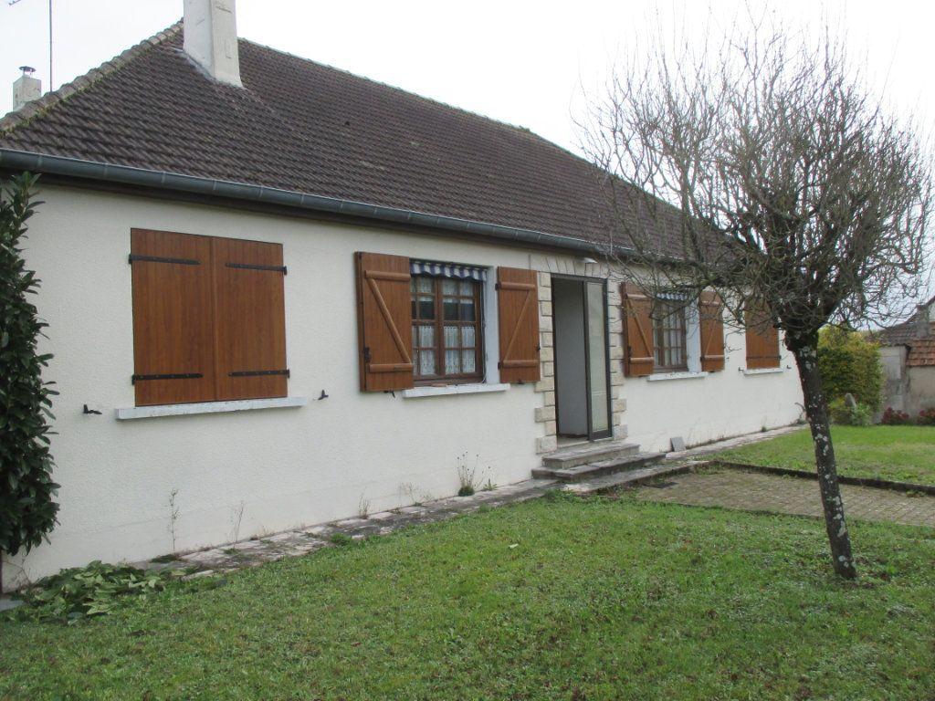 Maison à vendre 6 151m2 à Berry-Bouy vignette-1