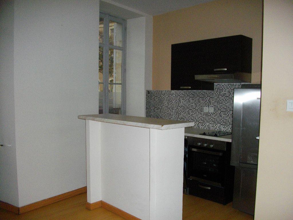 Appartement à louer 3 59.28m2 à Bourges vignette-1