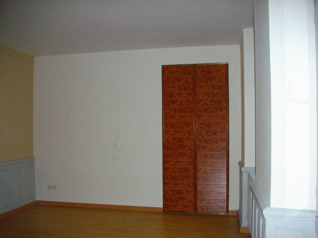 Appartement à louer 3 59.28m2 à Bourges vignette-3