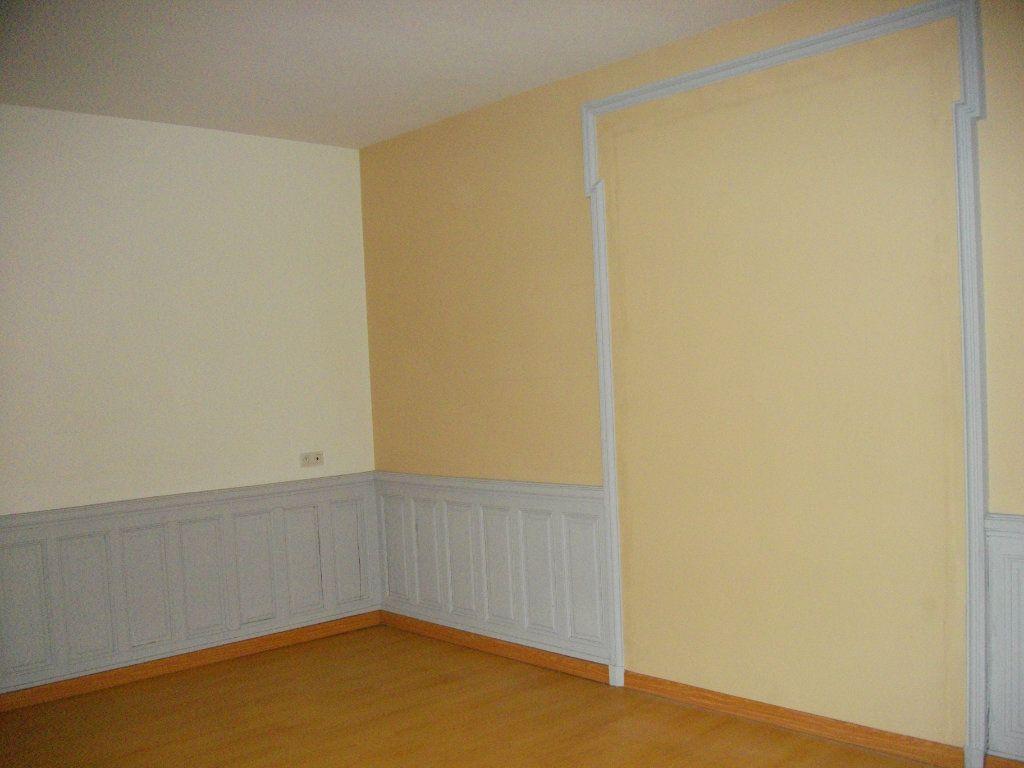 Appartement à louer 3 59.28m2 à Bourges vignette-4